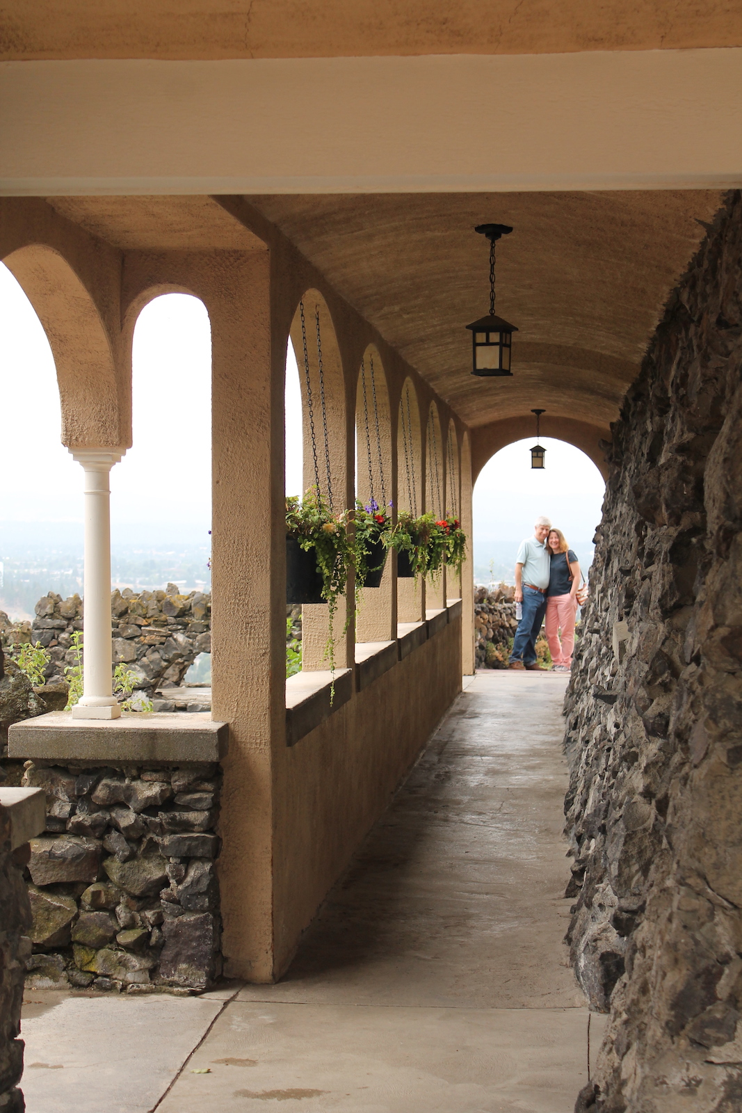 couple_arched_hallway